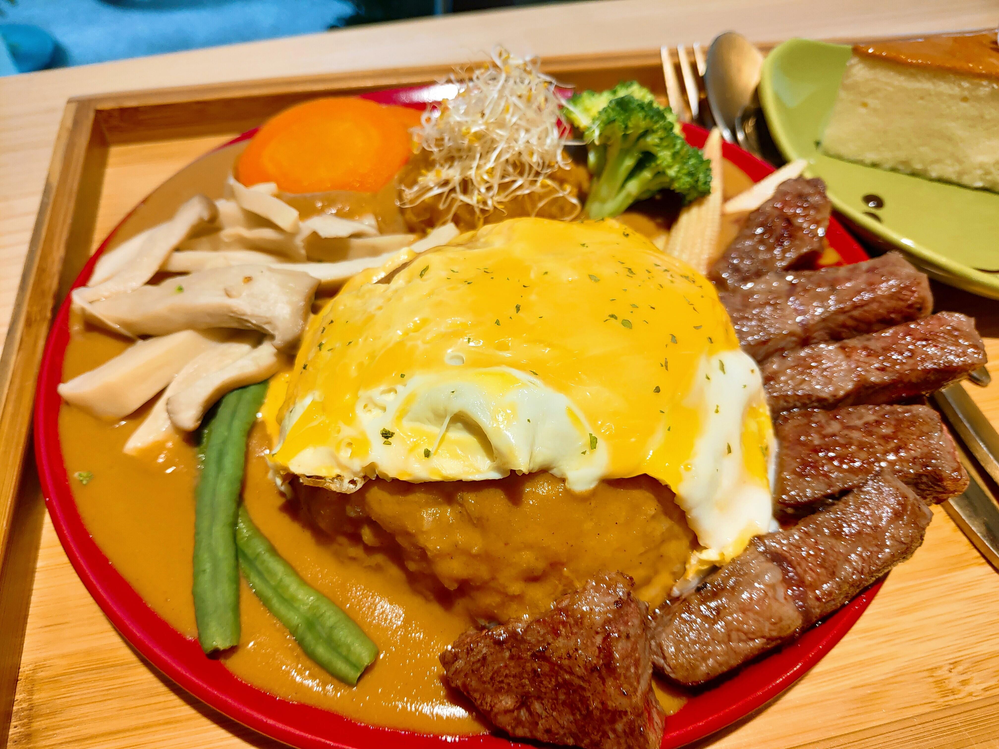 【花蓮市區】伊坐咖啡|超軟嫩的牛肉咖哩與舒適愜意的時光