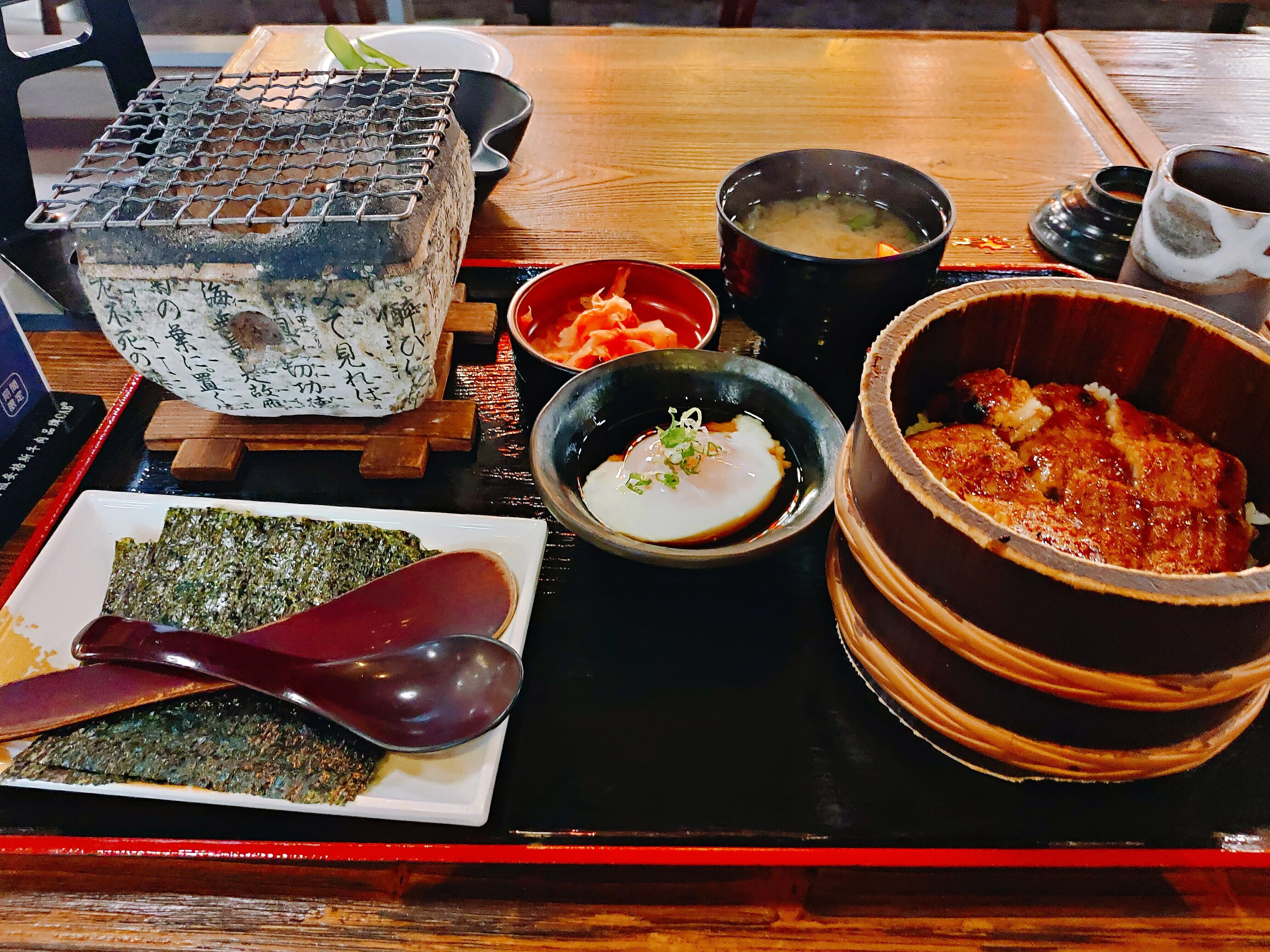 【台中美食】大江戶町鰻屋–綿密可口的鰻魚飯與脆脆的海苔包鰻