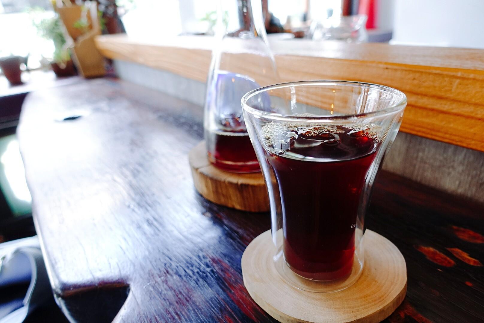 【花蓮市區】走後門咖啡|風味極佳的咖啡,原木打造的幽靜空間