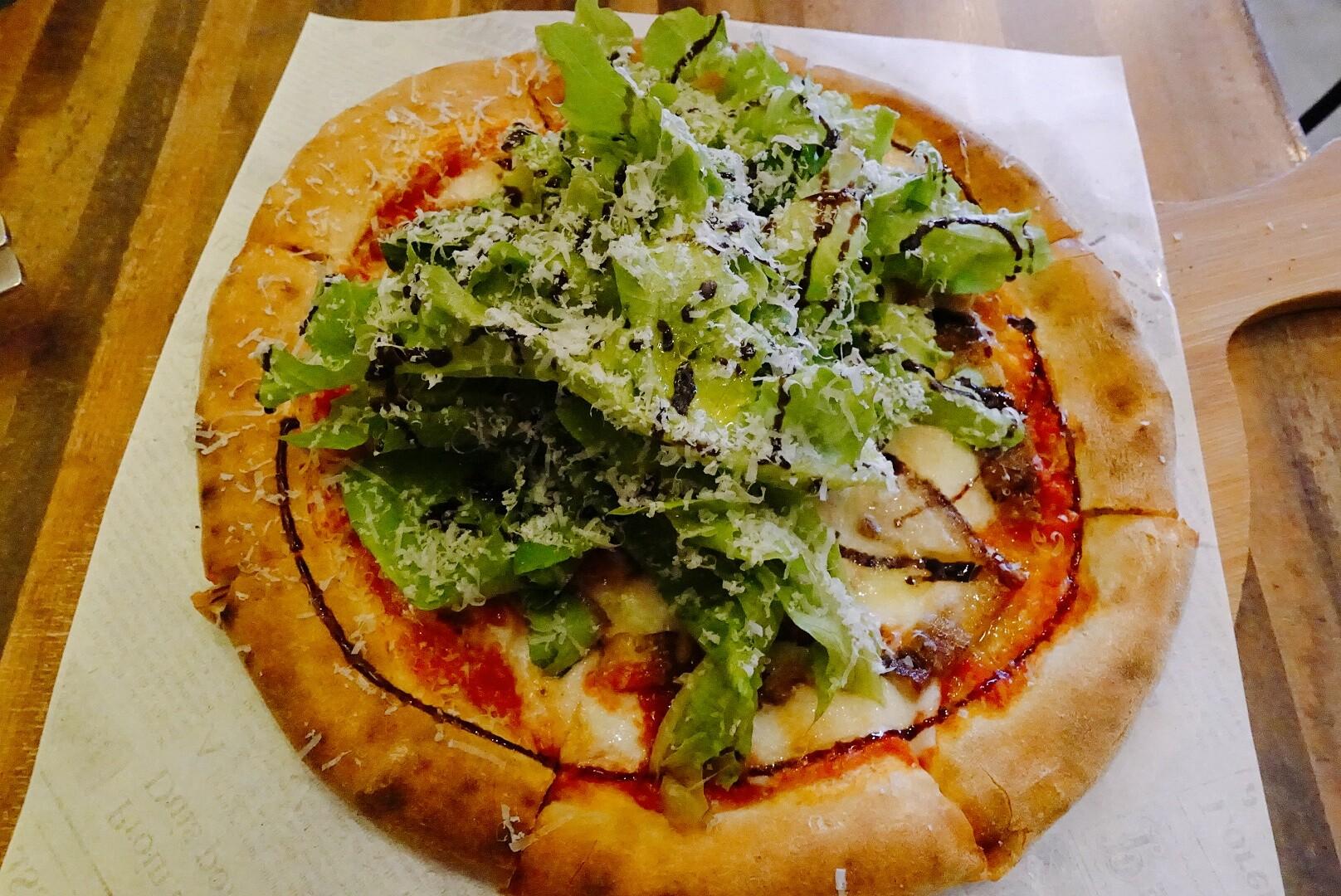 【花蓮市區】秀綠|披薩、佛卡夏|美味的薄皮披薩,還有可口的烤蔬菜
