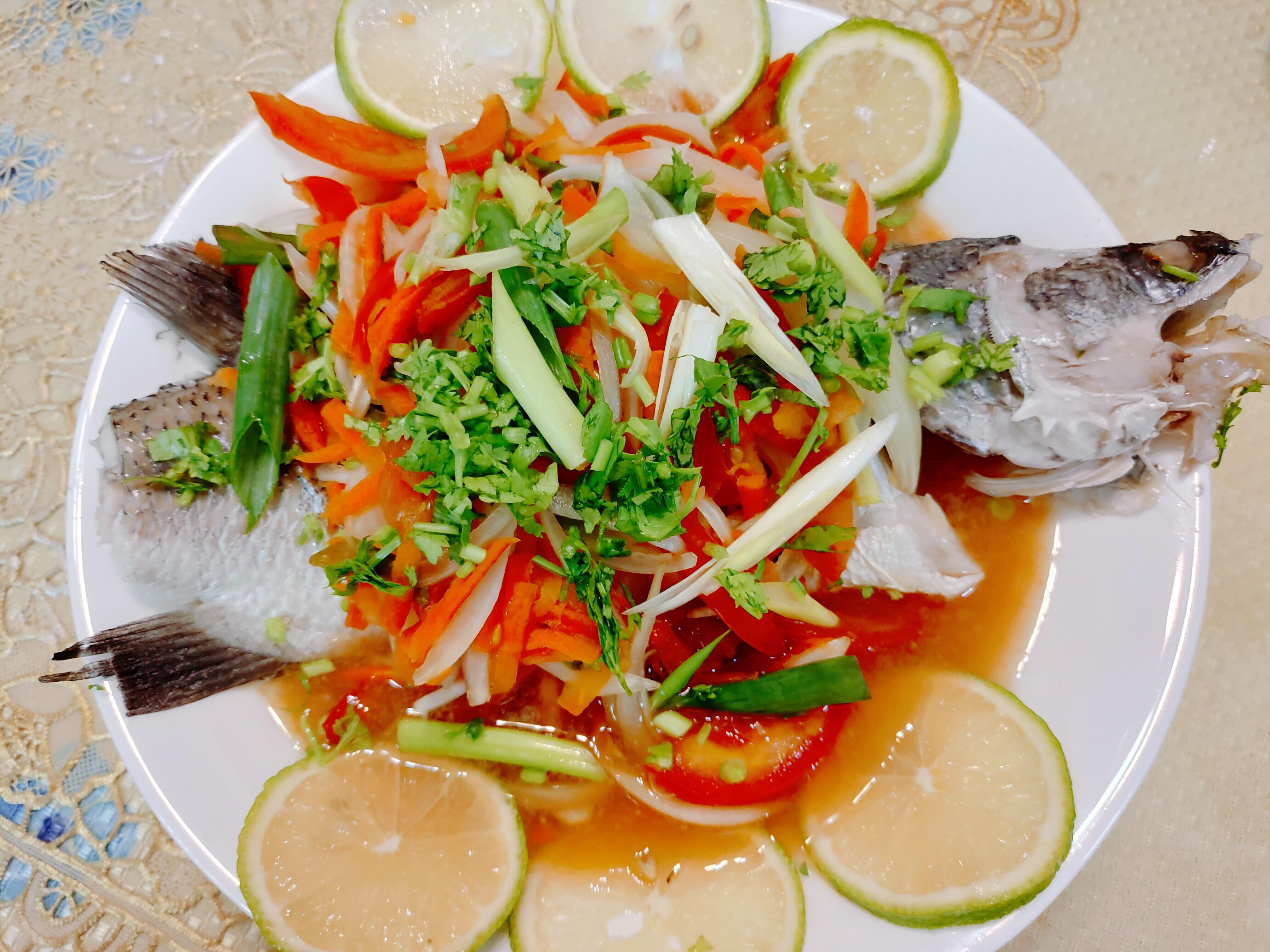 【食譜】泰式檸檬魚|超簡單就能上桌的泰式料理