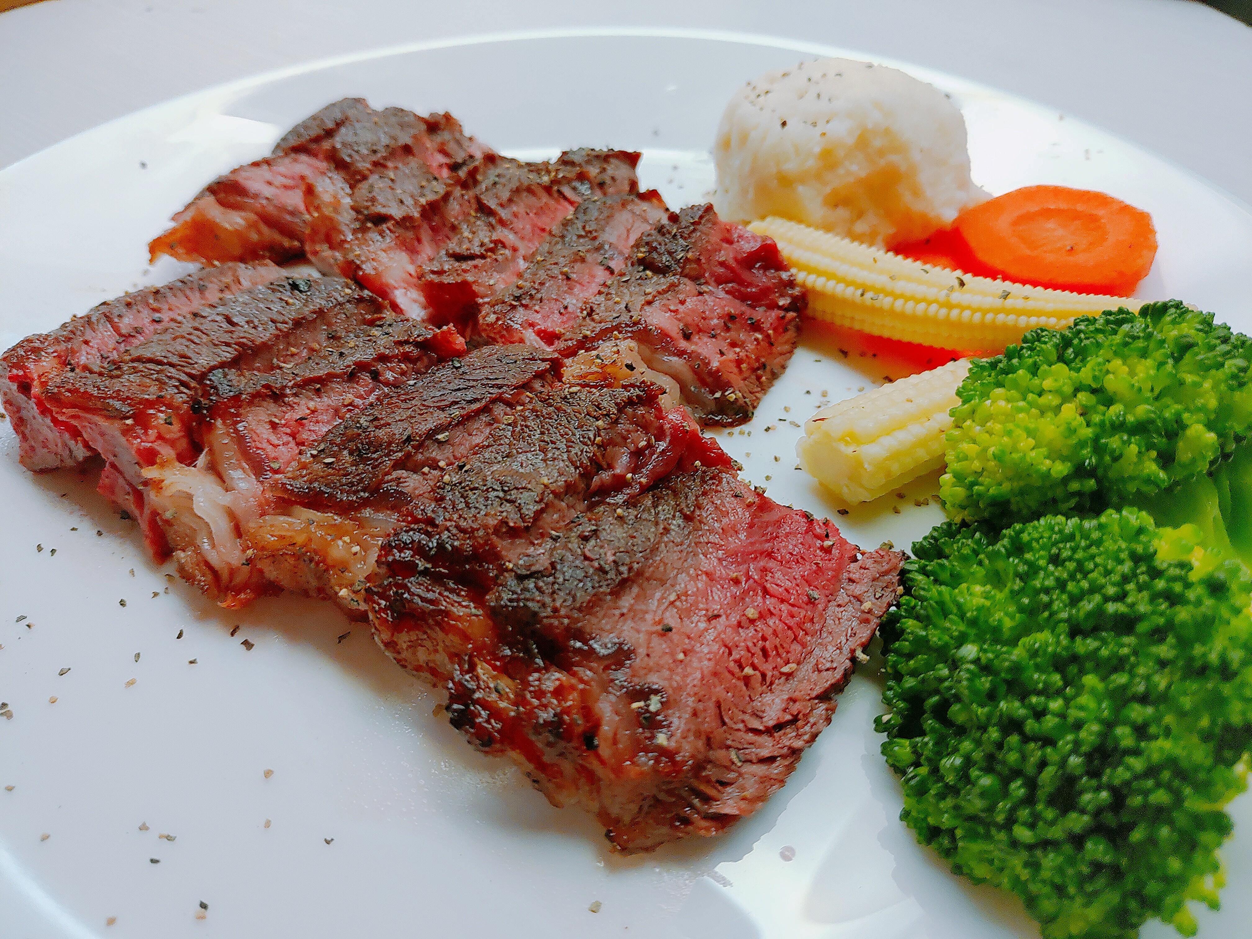 【食譜】香煎牛排|超簡單五步驟就完成