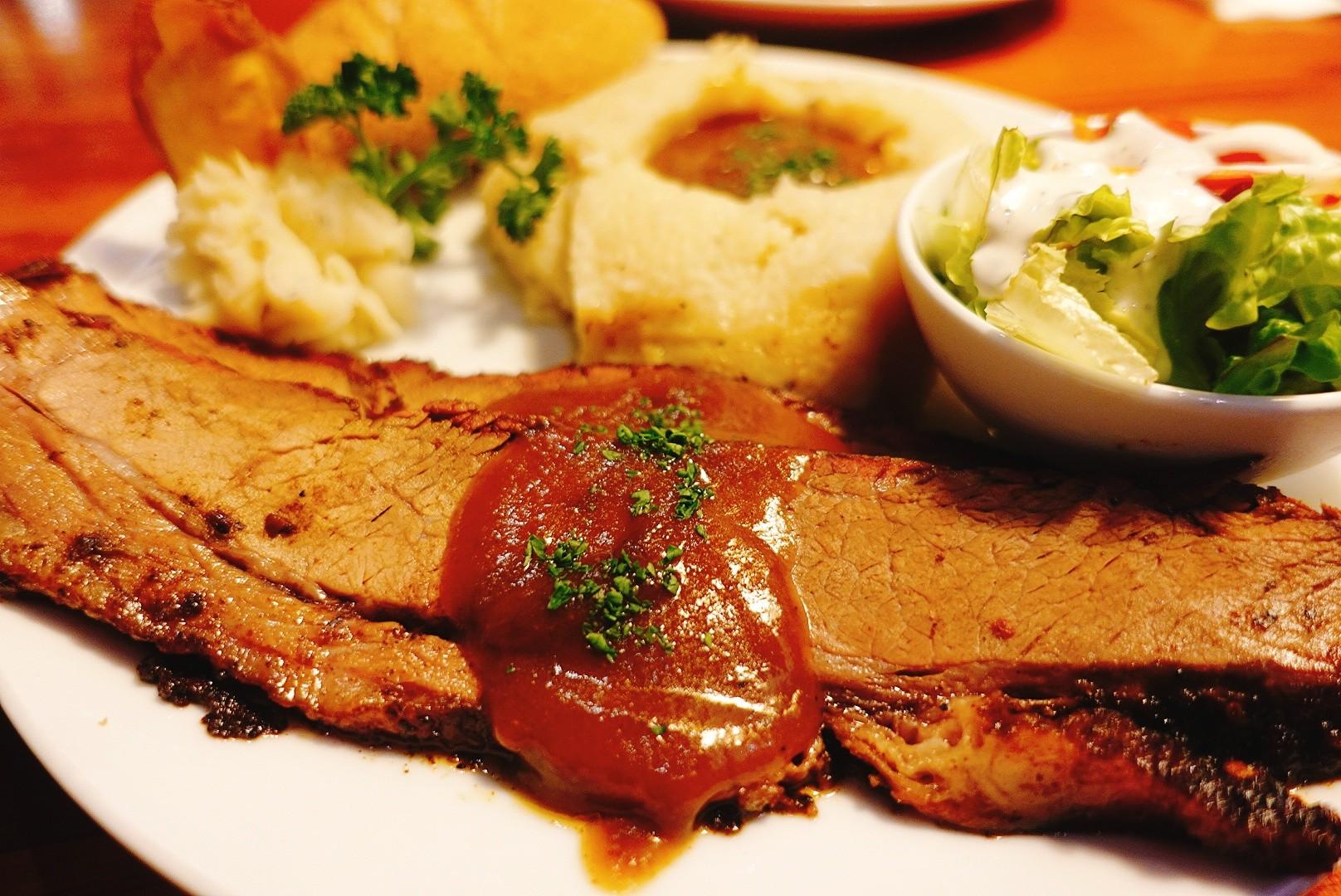 【花蓮市區】火車頭烤肉屋 道地大份量美式料理,軟嫩牛胸肉不可不吃