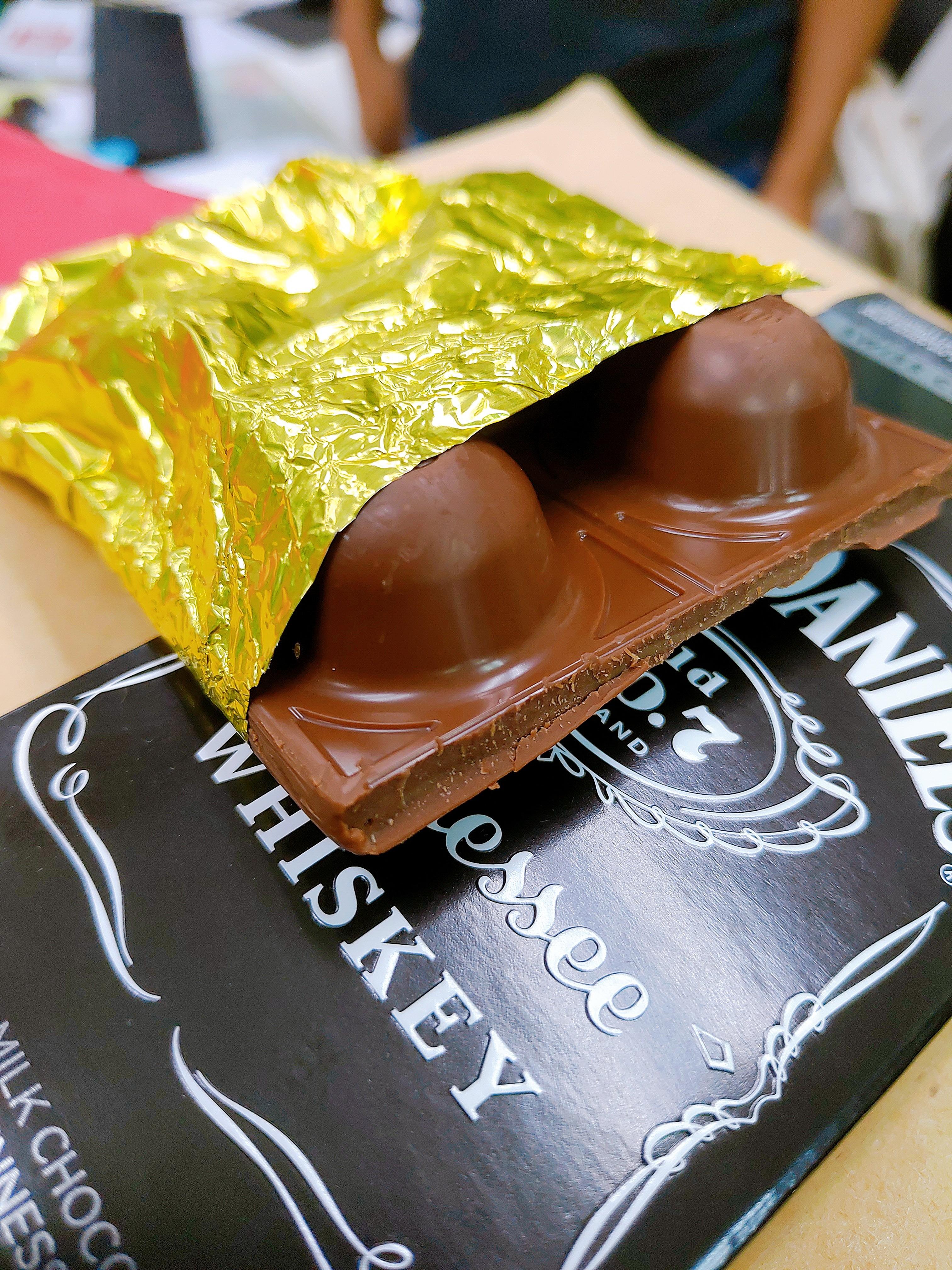 【試吃】GOLDKENN瑞士金磚酒糖巧克力|包裹著火熱酒心的甜蜜巧克力