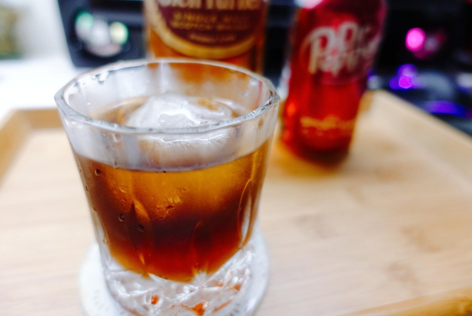【酒譜】簡單在家調系列(二)|Dr Pepper與威士忌結合的智慧飲品