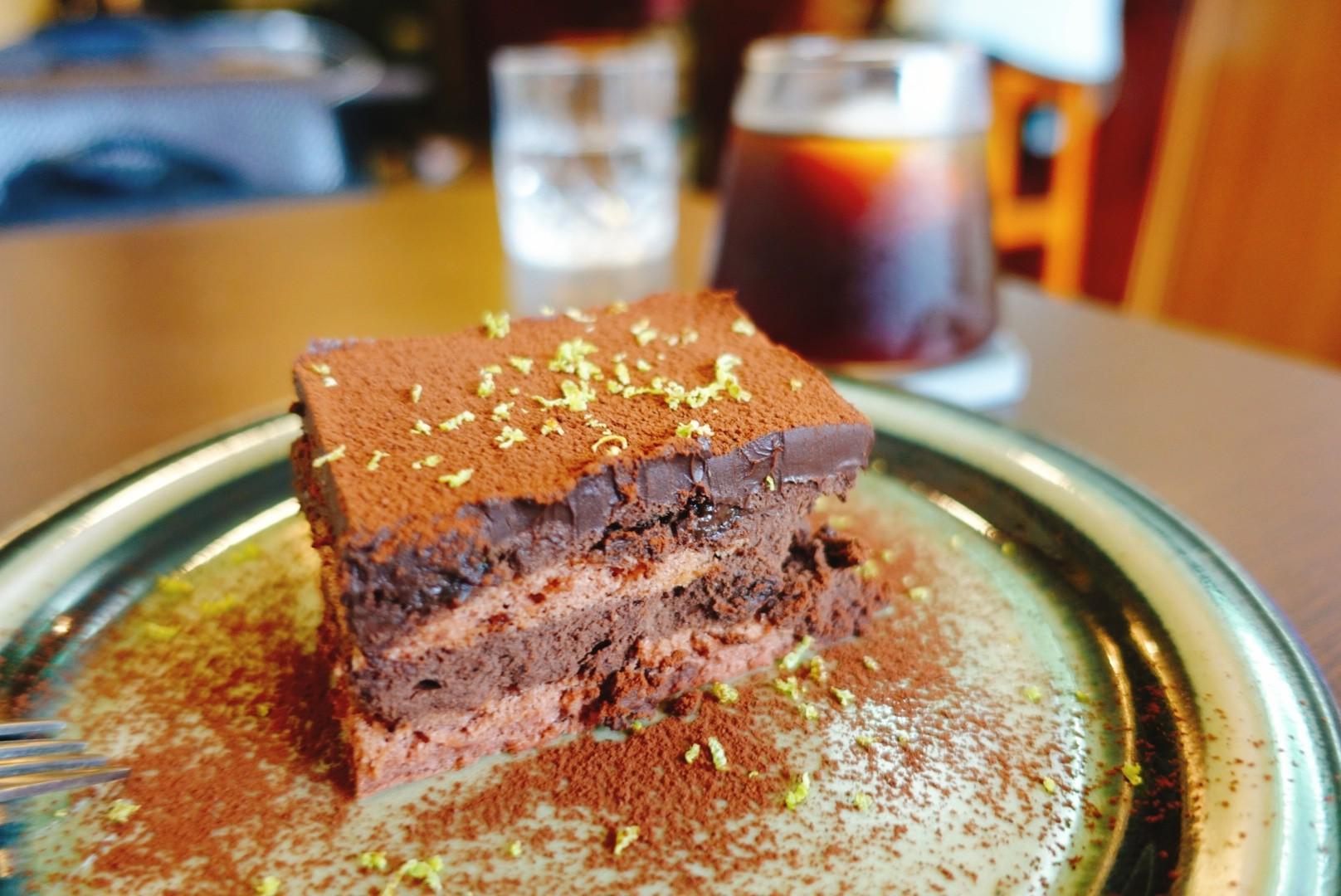 【花蓮市區】阿莫咖啡|冰滴咖啡與可口沙哈蛋糕相遇的午茶時光