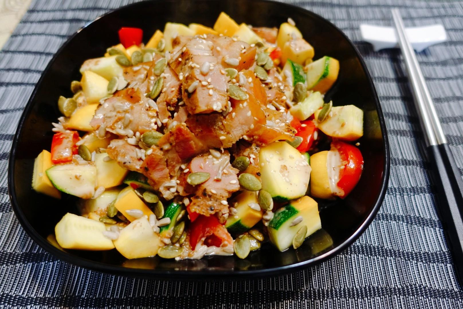 【食譜】馬告鹹豬肉櫛瓜沙拉佐胡麻醬|十分鐘就完成的超簡易料理