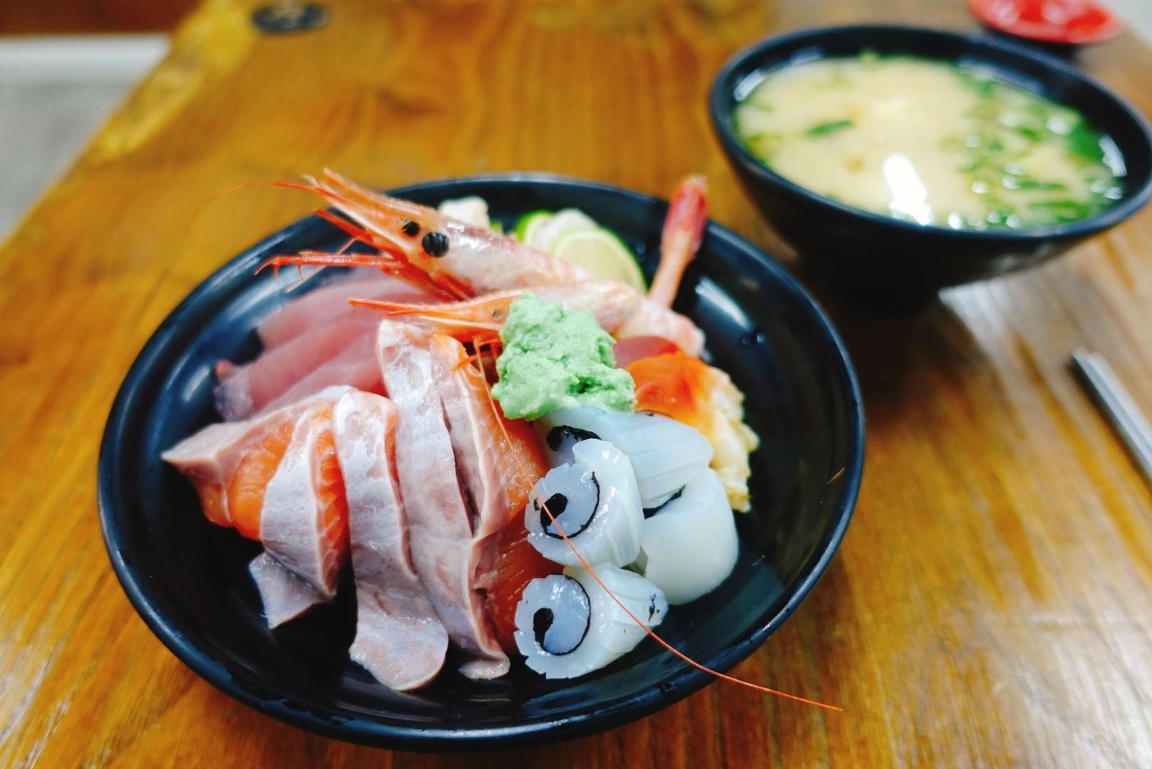【花蓮市區】阿九壽司|超佛心的價格就能吃到美味又具份量的握壽司與丼飯