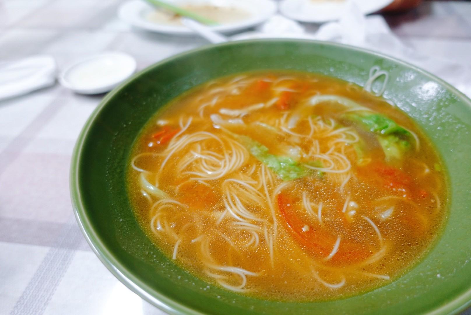 【花蓮市區】橄欖園麵食館|老字號平民美食,大推手工麵食與小籠湯包