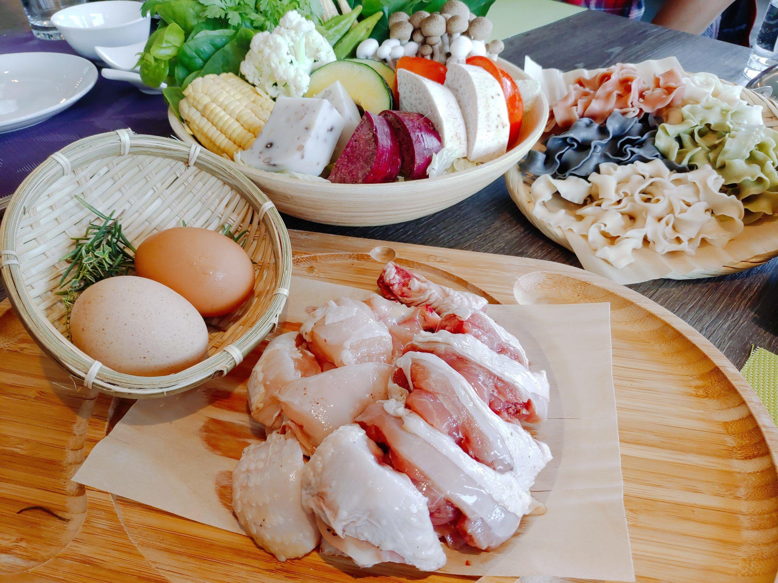 【花蓮吉安】秧悅千禧度假酒店|健康又滿溢香氣的香草雞肉火鍋|近鯉魚潭