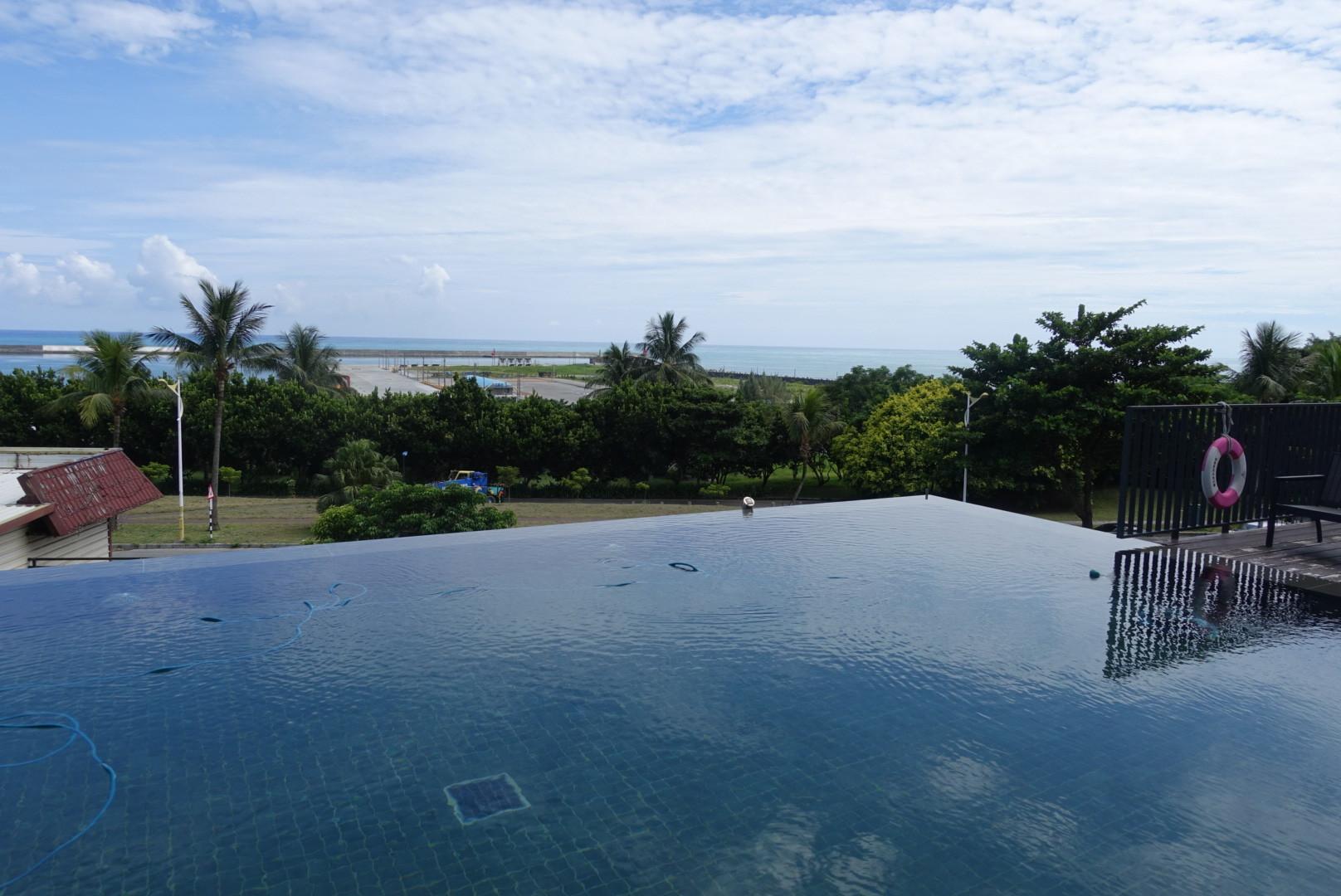 【花蓮市區】Kadda Hotel 璽賓行旅|開闊視野的無邊際游泳池X美味早餐