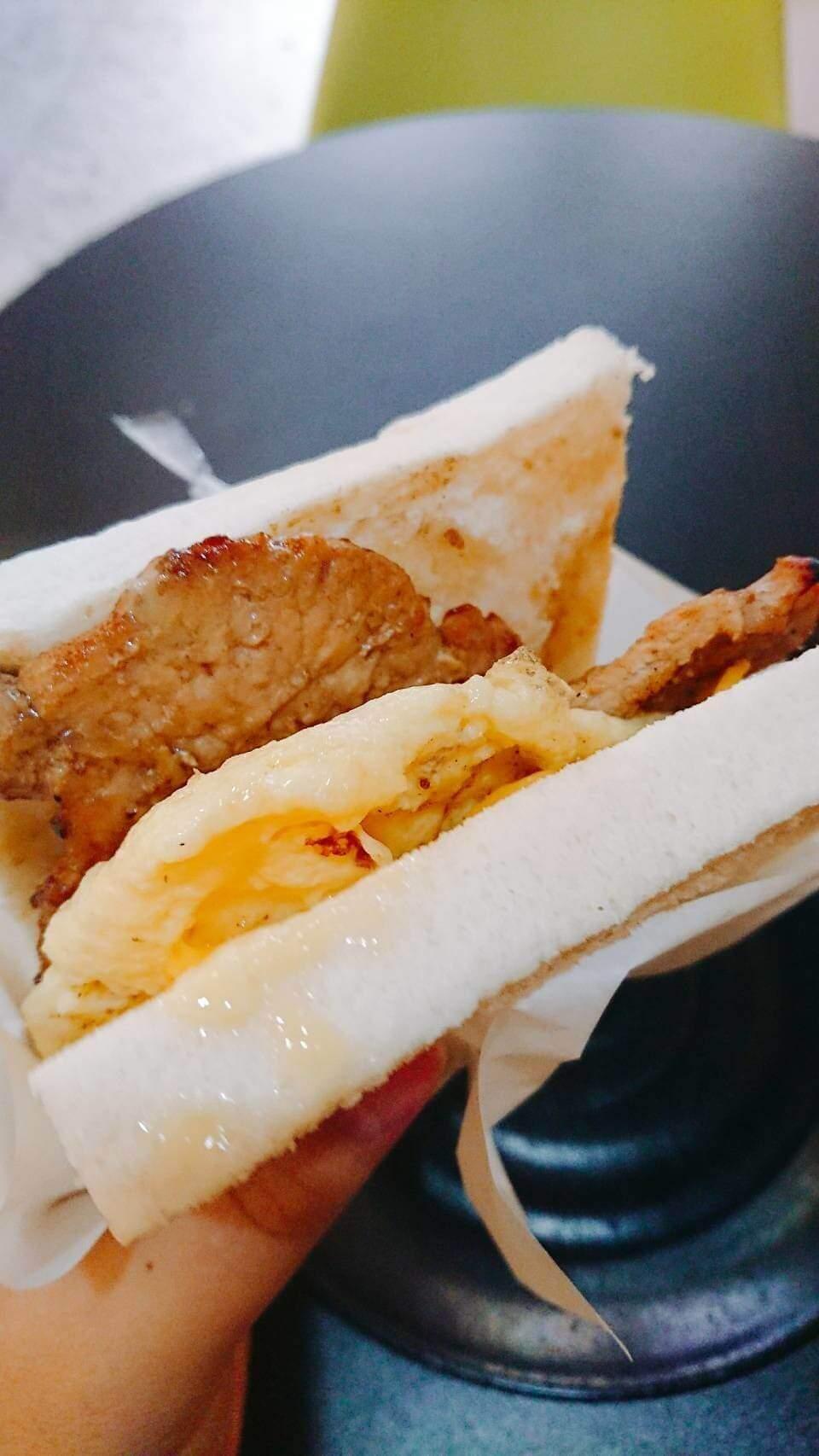 【花蓮市區】張瑋烤肉蛋吐司–美好的早晨就該大口咬肉蛋吐司